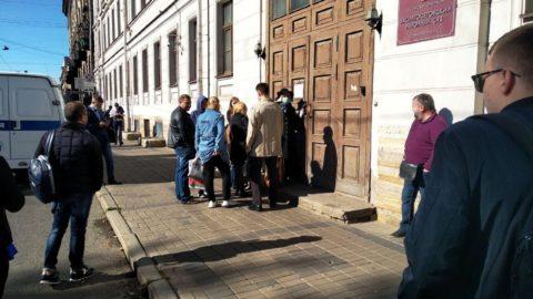 У здания суда, эвакуация