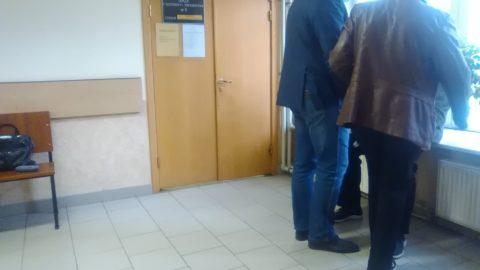 В коридоре перед залом суда