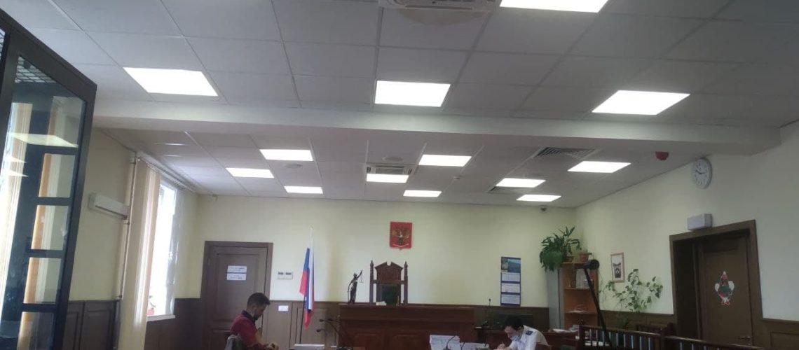 В зале суда перед началом заседания